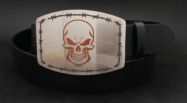 Skull with barbed wire engraved buckle